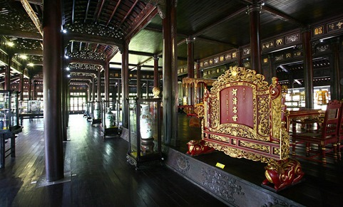 Hue-royal-antiques-museum-wooden-folding-screen