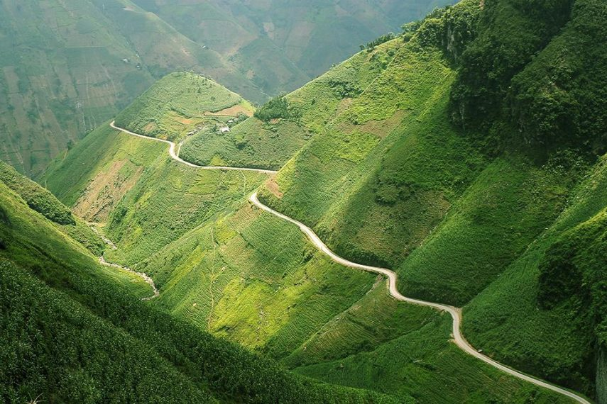 Endless-mountains-of-green-in-Ma-Pi-Leng-Pass-Ha-Giang