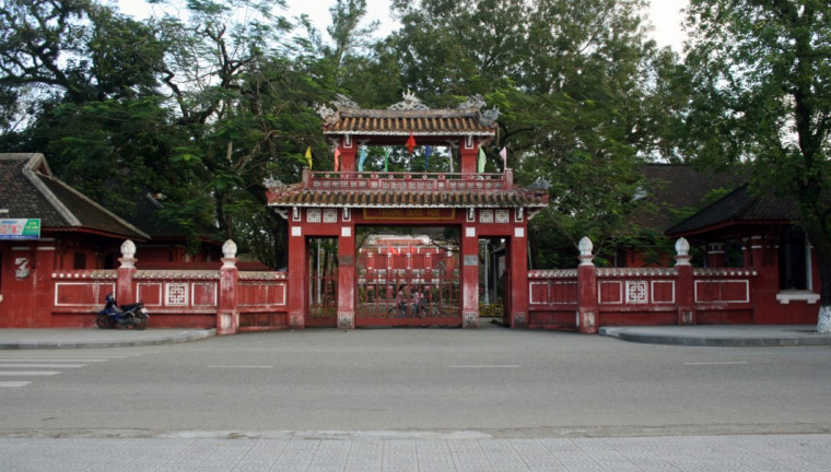 Quoc-Hoc-Hue-Century-Old-High-School-maps-address-opening-hours-guide-hue-tourist-attractions-n1-760x432