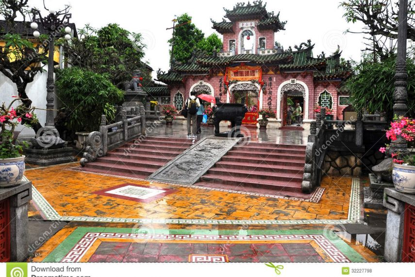 chinese-assembly-hall-hoi-vietnam-march-tourists-visiting-quan-quang-trieu-temple-cantonese-founded-serves-32227798