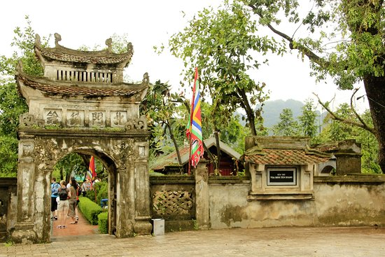 temple-of-emperor-dinh